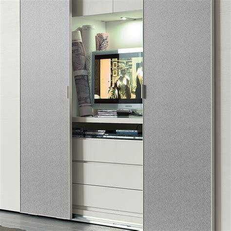 armadio con vano porta tv idee casa in stile hi tech mix di arredamento e