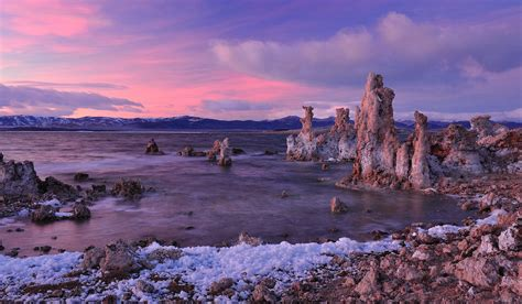 muno lade mono lake sunset last light of the day on tufa