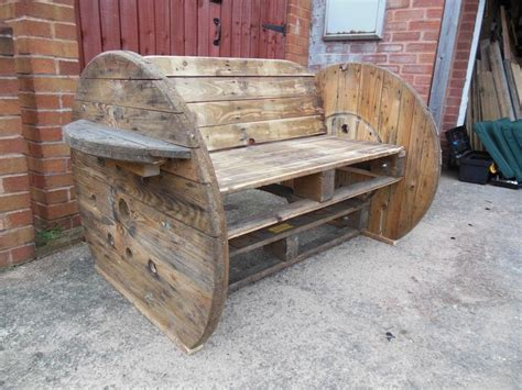 pallet benches pinterest pallet cable drum bench bench pallets ideas for use