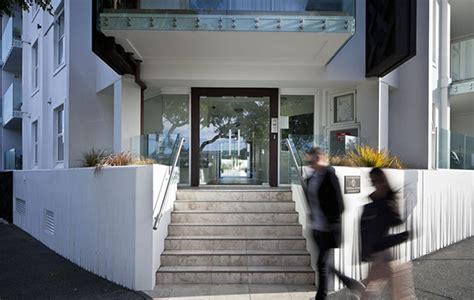 portone ingresso condominio manutenzione e sostituzione portone in condominio
