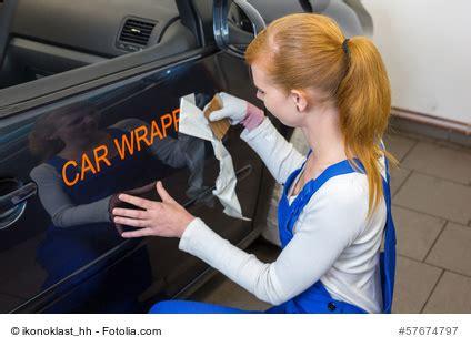 Folienbeschriftung Anbringen by Autoaufkleber Richtig Anbringen Teil 1 Trockenverklebung