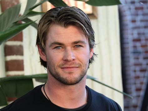 movie star short hair cuts chris hemsworth actor celebrities movie star short