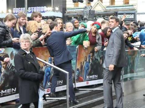 james mcavoy xmen contract james mcavoy signing autographs quot selfie s quot x men days