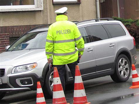 Auto Stoltefuss by Drogenkontrolle Polizei Zieht Vier Autofahrer Aus Dem