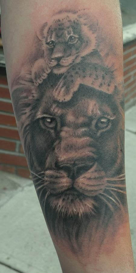 lion and cub tattoo best 25 king tattoos ideas on hakuna