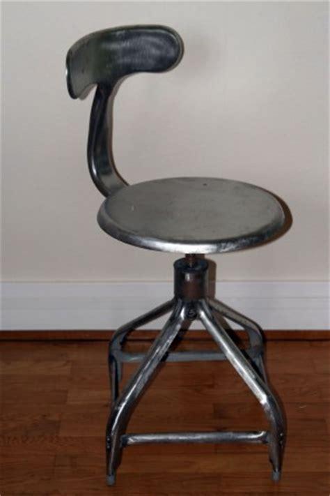 chaise de bureau industriel style industriel la chaise m 233 tal la cerise sur la d 233 c 212