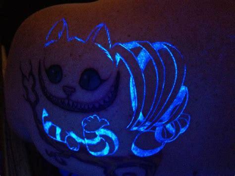 cheshire cat tattoo glow in the dark reddit cheshire cat with glow in uv light color tattoos and