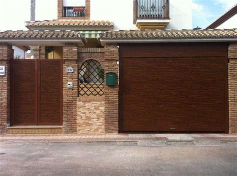 puertas de cocheras las 25 mejores ideas sobre puertas garaje en y