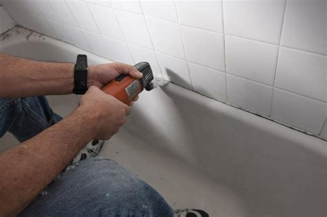 how to apply bathtub caulk recaulking bathtub 28 images bathroom how to recaulk a