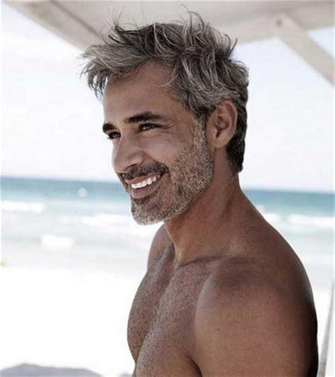 haarstijlen mannen de beste kapsels voor mannen met grijs haar
