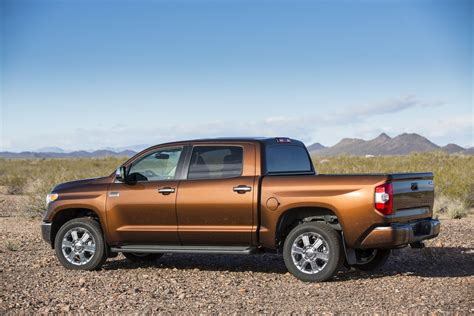 Toyota Unveils 2014 Redesigned Tundra Size Truck