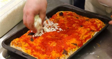 pizze fatte in casa pizza fatta in casa 5 errori che facciamo spesso dissapore