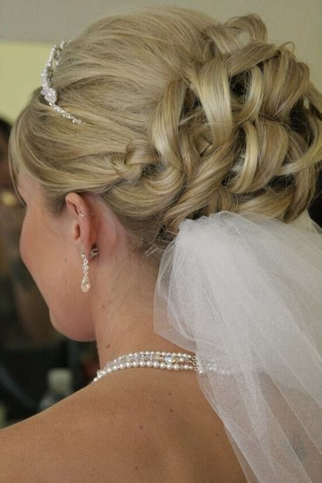 Frisuren Hochzeit Mit Schleier by Brautfrisuren Mit Schleier Hochgesteckt