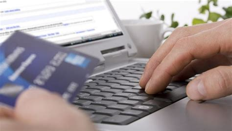 Insurance Agent vs. Online: Where Should You Go to Shop