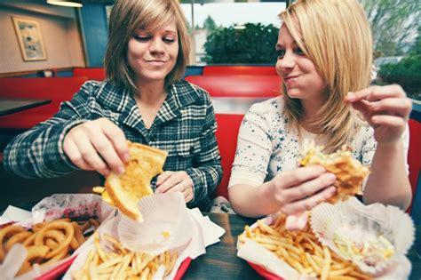 alimentazione nell adolescenza disturbi dell alimentazione nell adolescenza