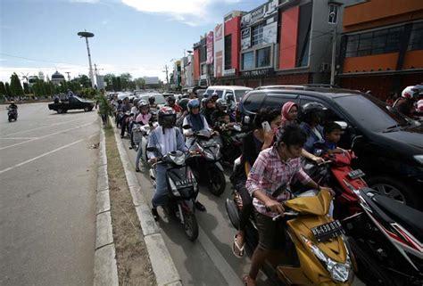 earthquake hits indonesia earthquake hits indonesia tremors felt in india photo
