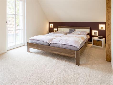 schlafzimmer teppich teppichboden schlafzimmer flauschig grau harzite