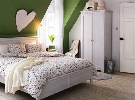 schlafzimmer dachschräge farbe dachschr 228 ge ganze wand streichen wenn sie mit einer