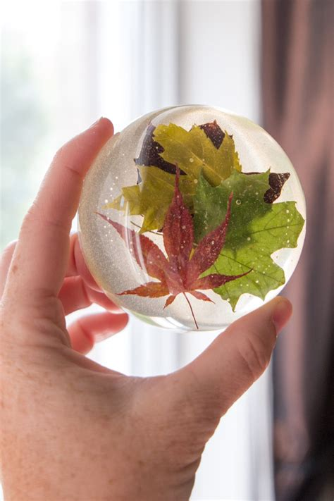 How To Make A Glass Paper Weight - diy late summer maple leaf resin paperweight resin crafts