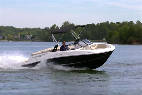 fast boat ever top 10 runabouts of 2016 bowriders that can t be beat