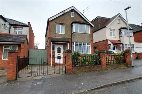 3 bedroom house for sale reading parkers earley 3 bedroom house for sale in anderson avenue
