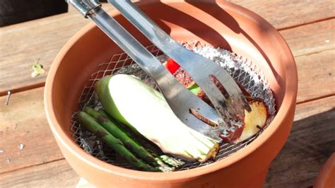 Blumentopf Grill by Improvised Terracotta Grill Become A Bbq Chion