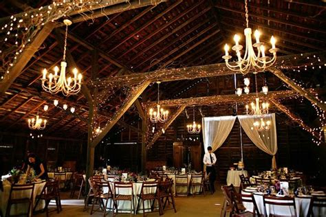 cheap barn wedding venues tips on barn decorating for the wedding reception