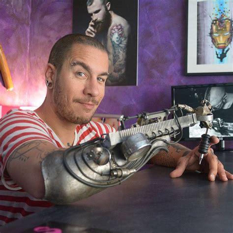 tattoo machine arm tattoo artist who lost his arm gets world s first tattoo