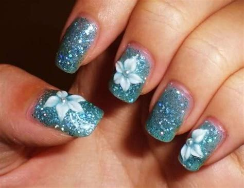 fiore unghie unghie acqua marina per l estate foto bellezza
