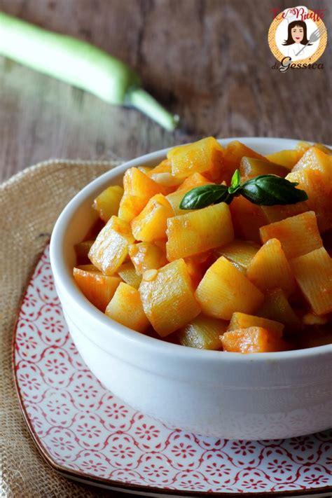 come cucinare zucchina lunga zucchina lunga al pomodoro con patate ricetta siciliana