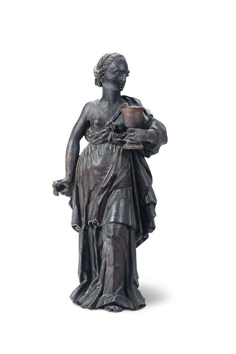 ebe tappeti figura femminile ebe in legno scolpito patinato e