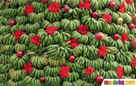 jokowi membuat pohon natal foto warga lebanon bikin pohon natal raksasa dari pisang