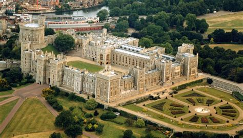 most beautiful english castles 10 of the biggest and most beautiful castles in the world