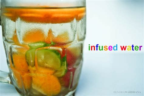 cara membuat infused water apel hijau quot infused water quot cara segar meminum air putih dengan buah