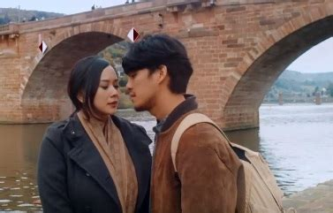 film barat cinta beda usia teaser trailer arini dirilis morgan oey aura kasih