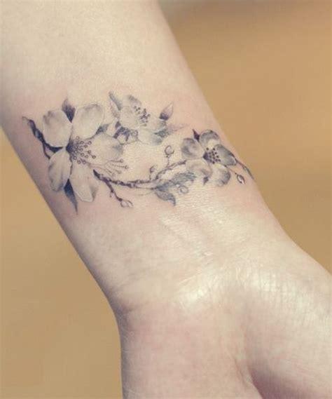 tattoo on wrist looks wrinkled die 25 besten ideen zu kirschbl 252 ten tattoo auf pinterest