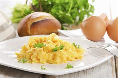 come cucinare le uova strapazzate come si fanno le uova strapazzate ricetta unadonna