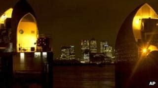 thames barrier breach flooding kent and essex was considered to save london