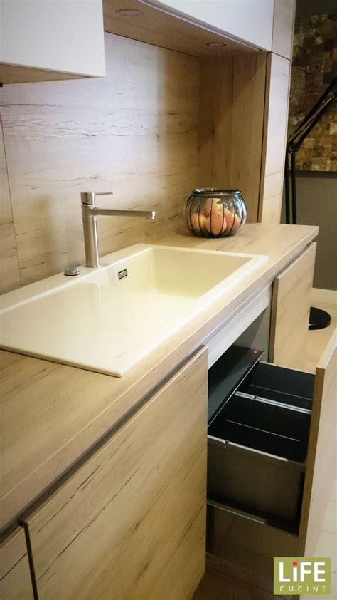 cucine in saldo cucina lineare moderna due pareti laminato legno