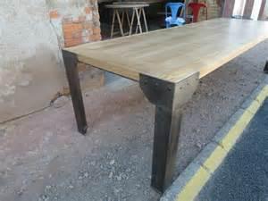 pieds de table en fer table industrielle plateau fr 234 ne et h 234 tre pieds corni 232 re