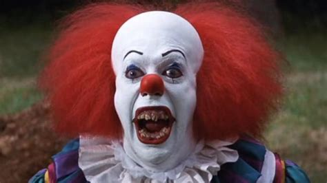film it stephen king stephen king s it bill skarsgard cast as new pennywise