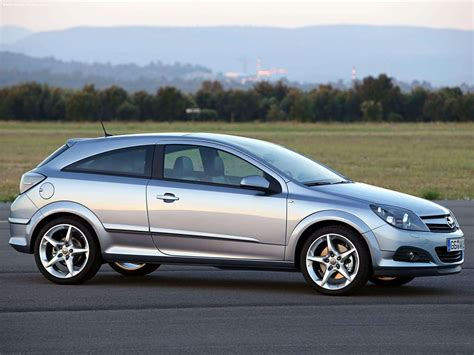 Opel Astra Gtc With Panoramic Roof 2005 Picture 8 Of 12