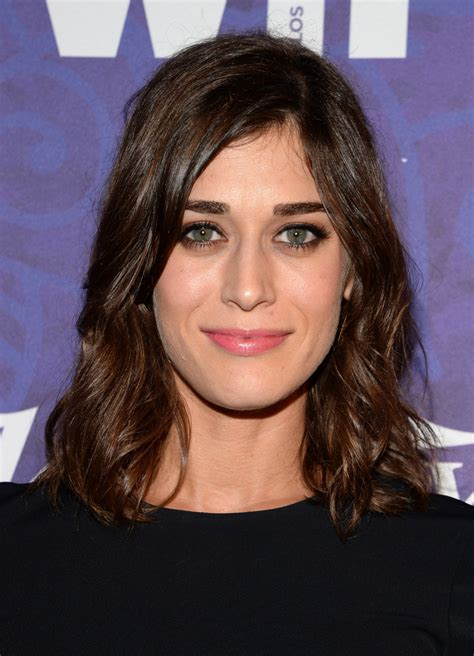 lizzy caplan 2018 hair eyes feet legs style weight