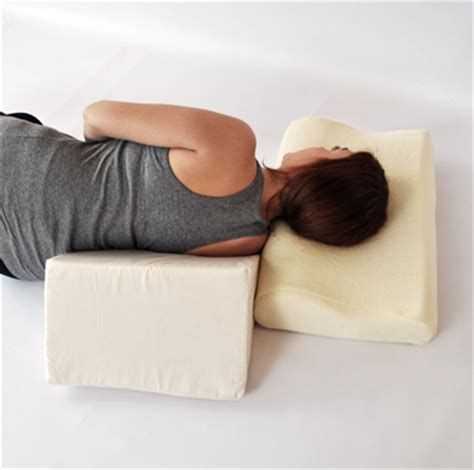 Incline Wedge Pillow by Inclined Pillow With Wedge Support 2sonline