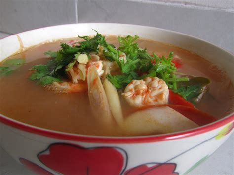 easy thai tom yum soup recipe sour spicy soup