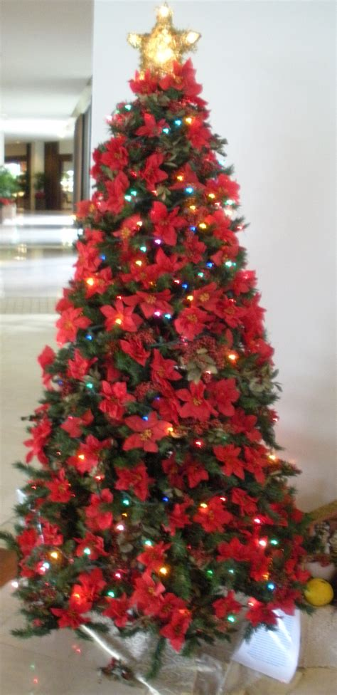 hawaiian themed christmas tree decorated in poinsetta