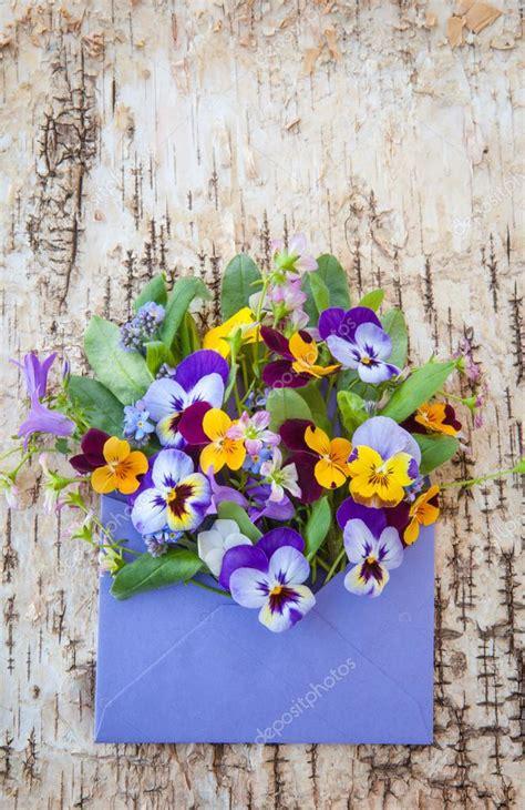 fotografie di fiori primaverili piccolo mazzo di fiori primaverili foto stock