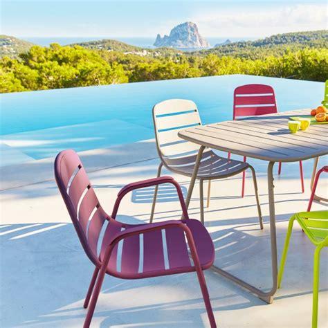 Impressionnant Carrefour Chaise De Jardin #1: carrefour_salon_de_jardin_avec_table_grise_chaises_et_fauteuils_rose_vert_et_violet_collection_colore_tendance_optimistic.jpg