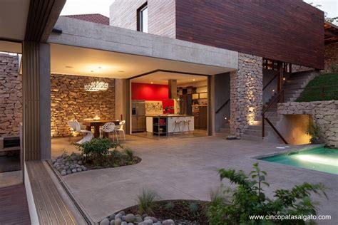 outdoor home design online dise 241 o de casa en desnivel con jard 237 n arquitectura de casas