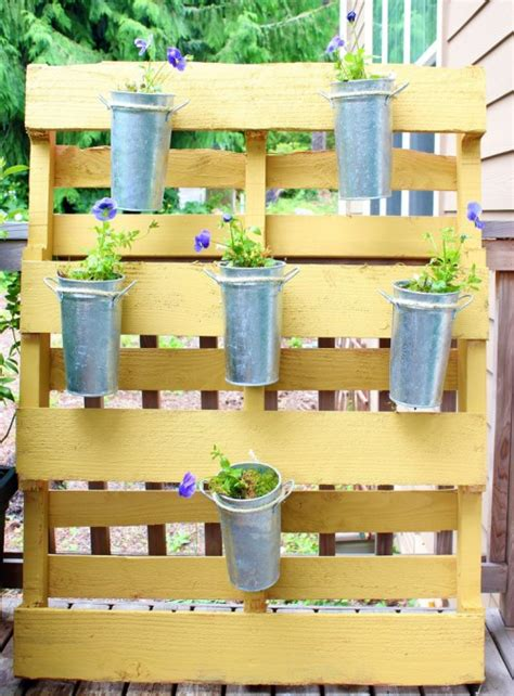cute diy vertical garden   wood pallet shelterness